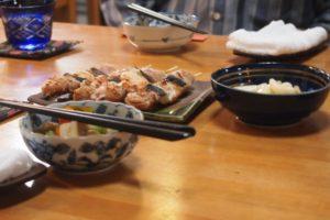 「居酒屋 万葉」さんが用意して下さった料理 焼き鳥が美味しそうです