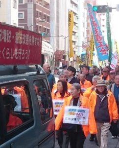 江東民商のなかまもオレンジのジャンパーに身をつつみ街を練り歩きました